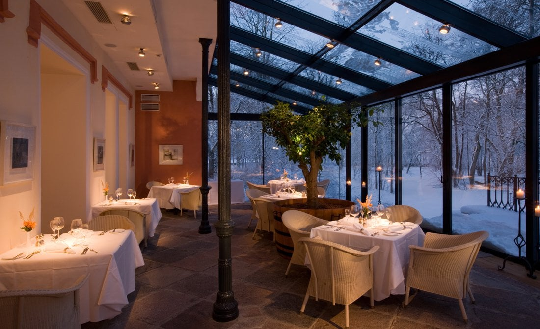 padaste-manor-dining-with-winter-views