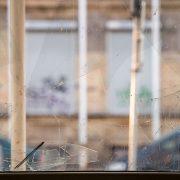 Metalleimer und Zwangsjacken: Untersuchung zeigt Missbräuche in litauischen Sozialpflegeheimen auf