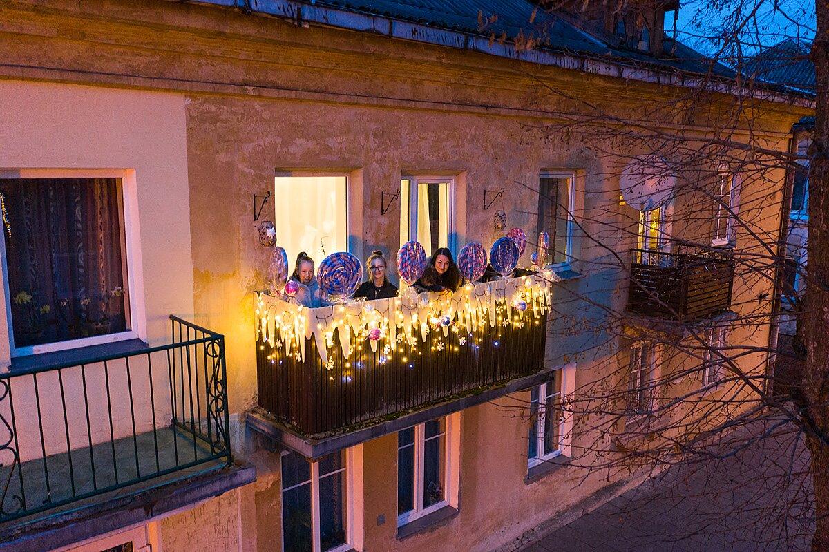 Weihnachten auf einem Balkon   von Adas VasiliauskasWeihnachten auf einem Balkon   von Adas Vasiliauskas