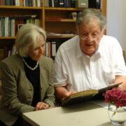 Dr. Peter Wörster im Brömsehaus im Gespräch mit der Politologin Editha Kroß