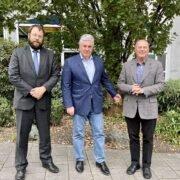 Sebastian Machnitzke (Geschäftsführer der Stiftung Verbundenheit), Valeriy Dill (stellvertretender Premierminister der Republik Kirgistan und Vorsitzender des Volksrates der Deutschen in Kirgistan) zusammen mit dem Vorsitzenden des Stiftungsrates.